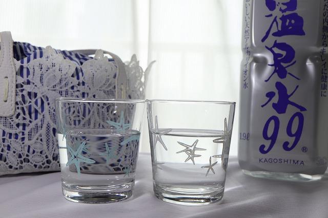 ペットボトルからグラスにお水を入れたところ
