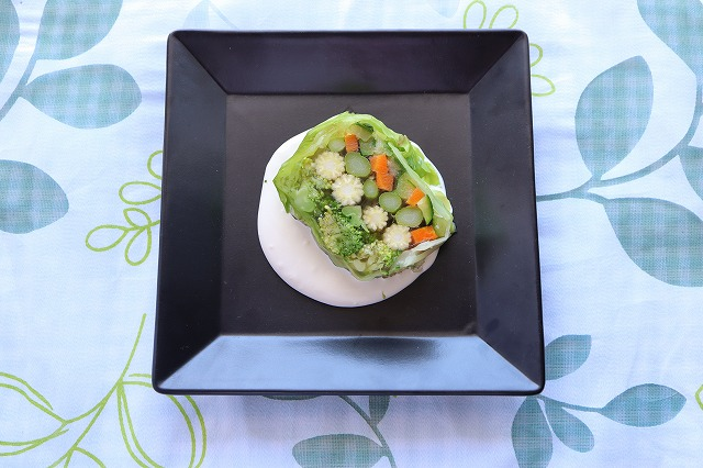 野菜のテリーヌの出来上がり品をディスプレイしたカバー写真