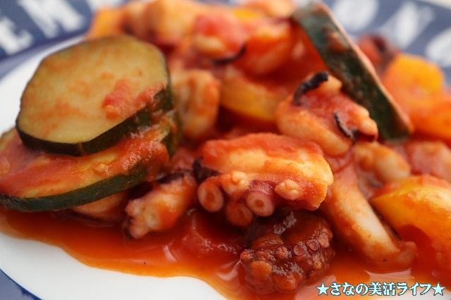 タコと野菜のトマト煮の出来上がり品のアップ写真